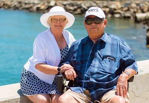 grandparents-1054311__340.jpg